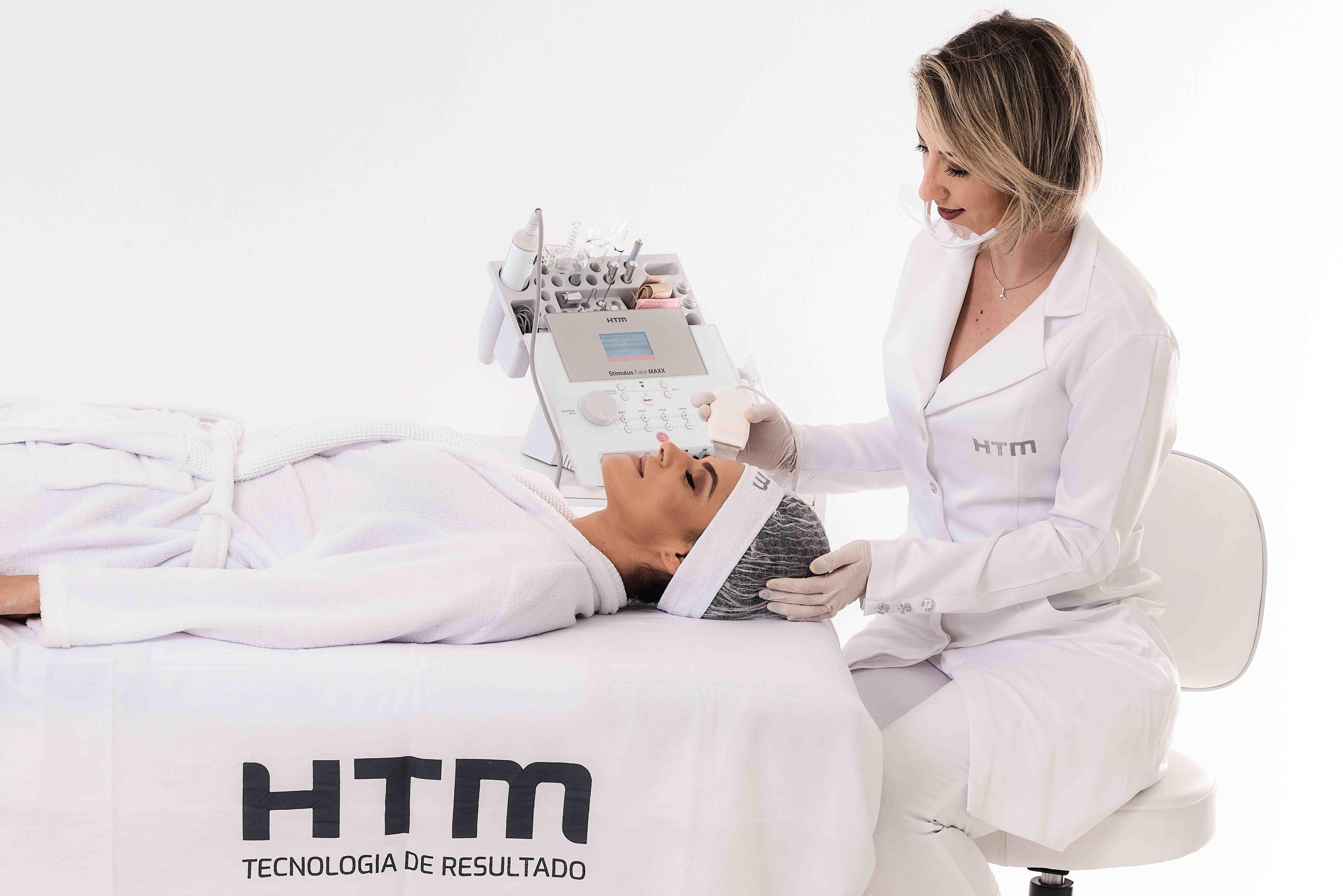 Como tratar e controlar a acne na mulher adulta